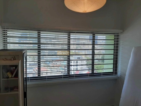 White Venetian Blinds without woven ladder tape