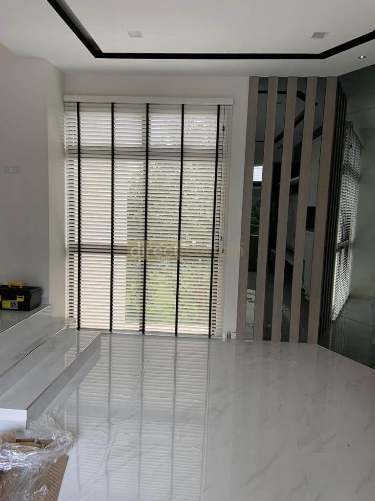 bright white venetian widow blinds in dining room