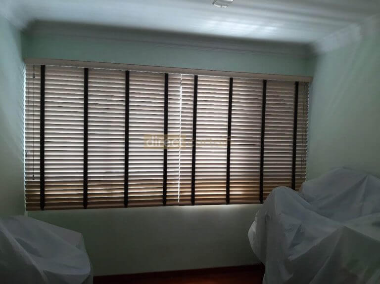 PS-0461-Venetian-Blinds-Closed