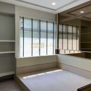 snow white venetian widow blinds in master bedroom